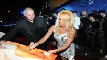 Снимки от влизането на Памела Андерсън в Къщата на VIP Brother