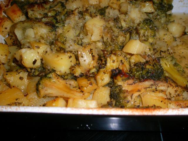Картофи с броколи на фурна