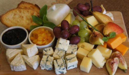 плодове и сирена
